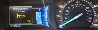 Dashboard oil service warning light indicating that it's time to get an oil change
